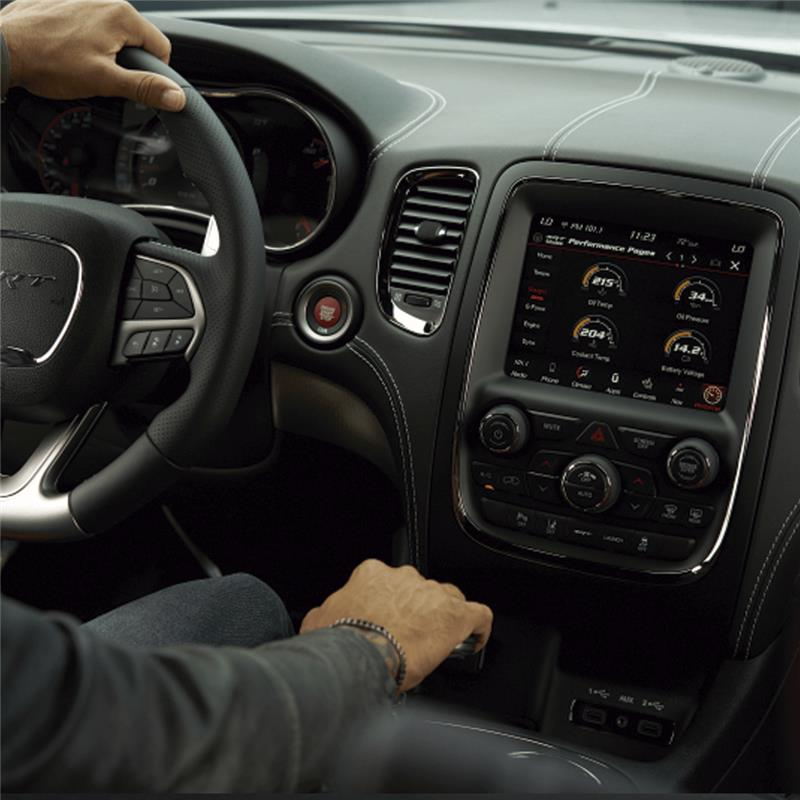 Sistema de audio Uconnect con pantalla de 8,4'' con bluetooth. Sistema Apple Carplay, Android auto. 9 parlantes amplificados Alpine.